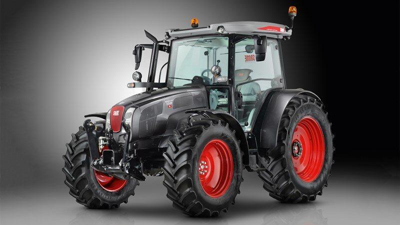 Same Traktor in den Farben Grau und Rot